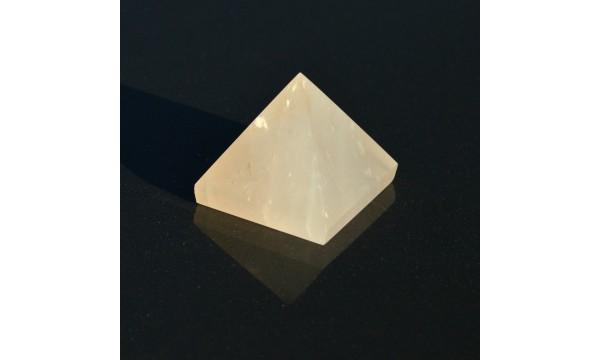 Rožinio kvarco piramidė